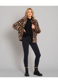 ALMAROSAFUR - Kurtka ze wzorem zebry. Kolor: czarny. Materiał: jeans, puch. Długość rękawa: długi rękaw. Długość: długie. Wzór: motyw zwierzęcy. Styl: klasyczny