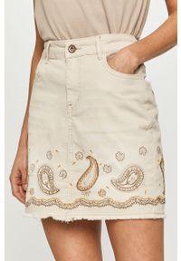 Desigual - Spódnica jeansowa. Okazja: na co dzień. Kolor: beżowy. Materiał: jeans. Wzór: aplikacja. Styl: casual