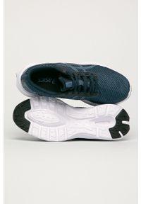 Asics - Buty Versablast. Nosek buta: okrągły. Zapięcie: sznurówki. Kolor: niebieski. Materiał: guma