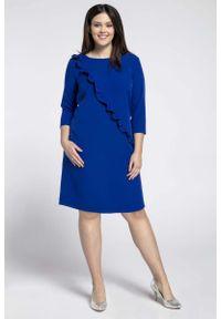 Nommo - Niebieska Klasyczna Sukienka z Asymetryczną Falbanką PLUS SIZE. Kolekcja: plus size. Kolor: niebieski. Materiał: wiskoza, poliester. Typ sukienki: asymetryczne, dla puszystych. Styl: klasyczny