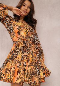 Renee - Pomarańczowa Sukienka Davidia. Kolor: pomarańczowy. Materiał: materiał. Długość rękawa: długi rękaw. Wzór: aplikacja, nadruk. Typ sukienki: rozkloszowane. Styl: klasyczny. Długość: mini