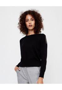 PESERICO - Czarny sweter z aplikacją. Okazja: na co dzień, do pracy. Kolor: czarny. Materiał: jedwab, wełna, kaszmir, materiał. Długość: długie. Wzór: aplikacja. Styl: klasyczny, casual