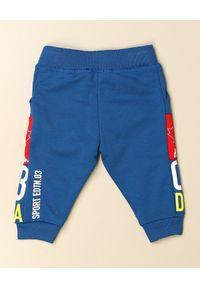 DSQUARED2 KIDS - Wielokolorowe spodnie z bawełny 0-3 lata. Kolor: czerwony. Materiał: bawełna. Długość: długie. Wzór: nadruk, aplikacja. Sezon: lato