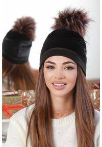 Czarna czapka IVET elegancka, z aplikacjami