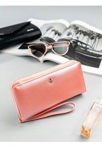 MILANO DESIGN - Pojemny portfel damski na zamek różowy Milano Design. Kolor: różowy. Materiał: skóra ekologiczna
