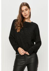 Guess Jeans - Sweter. Kolor: czarny. Materiał: jeans. Długość rękawa: długi rękaw. Długość: długie. Wzór: aplikacja