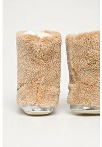 Flip*Flop - Kapcie Yeti II. Nosek buta: okrągły. Kolor: beżowy. Materiał: guma