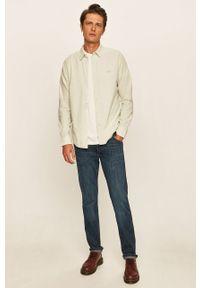 Niebieskie jeansy Wrangler w kolorowe wzory