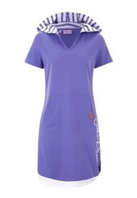 Sukienka shirtowa z krótkim rękawem i kapturem, w optyce dwuwarstwowej bonprix niebiesko-fioletowy z nadrukiem. Kolor: fioletowy. Długość rękawa: krótki rękaw. Wzór: nadruk