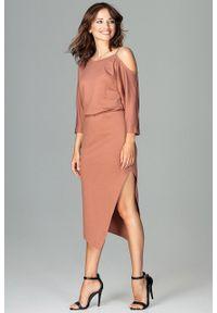 e-margeritka - Sukienka asymetryczna z kimonowym rękawem brąz - XXL. Kolor: brązowy. Materiał: poliester, wiskoza, materiał, elastan. Sezon: jesień. Typ sukienki: asymetryczne. Długość: midi