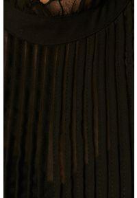 Czarna bluzka only krótka, casualowa, z okrągłym kołnierzem