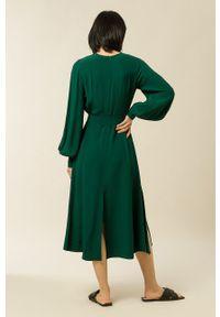 IVY & OAK - Sukienka Dionne. Kolor: turkusowy. Materiał: materiał. Długość rękawa: długi rękaw. Typ sukienki: rozkloszowane