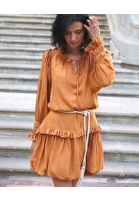 BY CABO - Żółta sukienka bombka Bali. Kolor: żółty. Wzór: kropki. Sezon: wiosna. Typ sukienki: bombki. Długość: midi