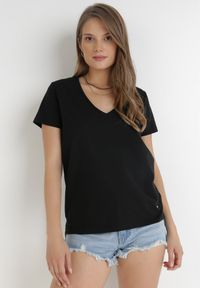 Born2be - Czarny T-shirt Leucelsa. Kolor: czarny