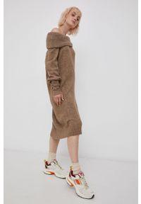 only - Only - Sukienka z domieszką wełny. Okazja: na co dzień. Typ kołnierza: golf. Kolor: brązowy. Materiał: wełna. Długość rękawa: raglanowy rękaw. Wzór: gładki. Typ sukienki: proste. Styl: casual