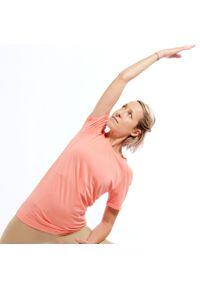 DOMYOS - Koszulka do dynamicznej jogi damska. Kolor: wielokolorowy, różowy, pomarańczowy. Materiał: materiał, poliamid, poliester. Wzór: ażurowy. Sport: joga i pilates