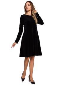 MOE - Czarna Trapezowa Sukienka z Weluru. Kolor: czarny. Materiał: welur. Typ sukienki: trapezowe