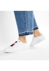 Sneakersy TOMMY HILFIGER - Th Elastic Slip On Sneaker FW0FW05546 White YBR. Okazja: na co dzień. Zapięcie: bez zapięcia. Kolor: biały. Materiał: skóra. Szerokość cholewki: normalna. Styl: casual