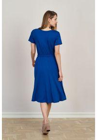 Marie Zélie - Sukienka Selma atramentowa mikromodal. Typ kołnierza: dekolt w serek. Kolor: niebieski. Materiał: wiskoza, dzianina, elastan, włókno, skóra. Długość: midi