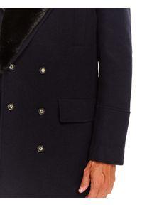 TOP SECRET - Płaszcz dwurzędowy ze sztucznym futrem. Okazja: do pracy. Kolor: niebieski. Materiał: futro. Sezon: zima. Styl: klasyczny, elegancki