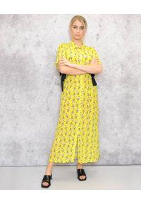 EMMA & GAIA - Sukienka maxi w kwiatowy print. Kolor: żółty. Materiał: materiał. Wzór: kwiaty, nadruk. Typ sukienki: sportowe. Styl: sportowy. Długość: maxi