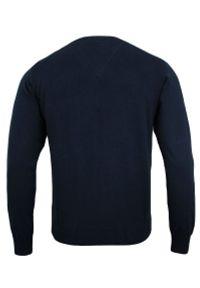 Niebieski sweter Adriano Guinari elegancki, z dekoltem w kształcie v, na spotkanie biznesowe