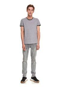 TOP SECRET - T-shirt krótki rękaw męski we wzory. Kolor: szary. Długość rękawa: krótki rękaw. Długość: krótkie