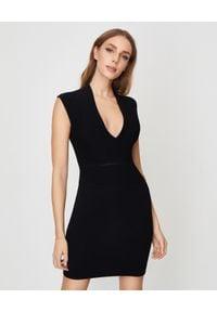 Balmain - BALMAIN - Czarna sukienka mini. Okazja: na spotkanie biznesowe, na imprezę. Kolor: czarny. Materiał: tkanina, prążkowany, materiał. Długość rękawa: na ramiączkach. Typ sukienki: dopasowane. Styl: biznesowy. Długość: mini