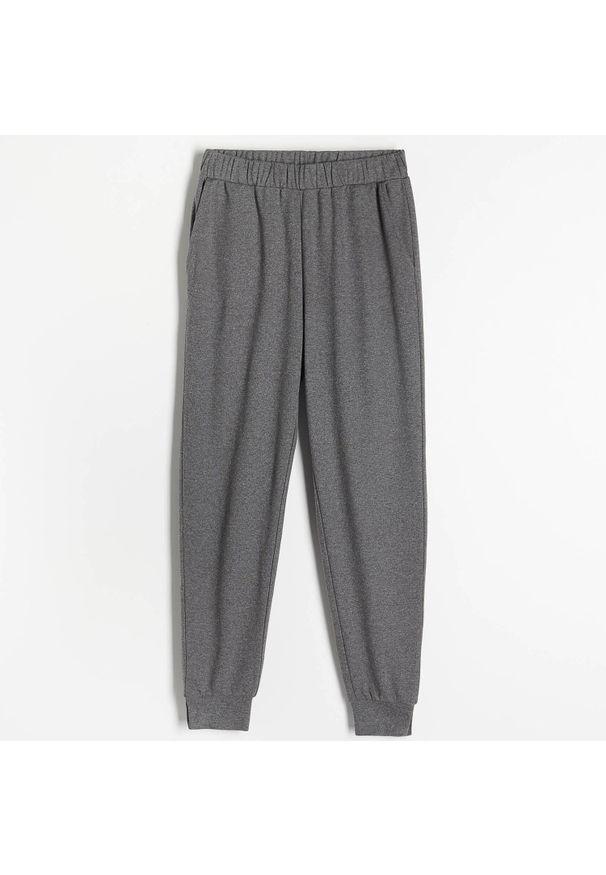 Reserved - Spodnie z dresowej dzianiny - Szary. Kolor: szary. Materiał: dresówka, dzianina