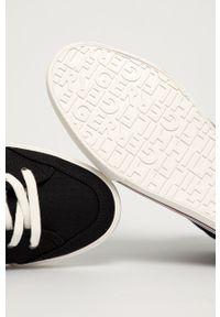 TOMMY HILFIGER - Tommy Hilfiger - Trampki. Nosek buta: okrągły. Zapięcie: sznurówki. Kolor: czarny. Materiał: guma