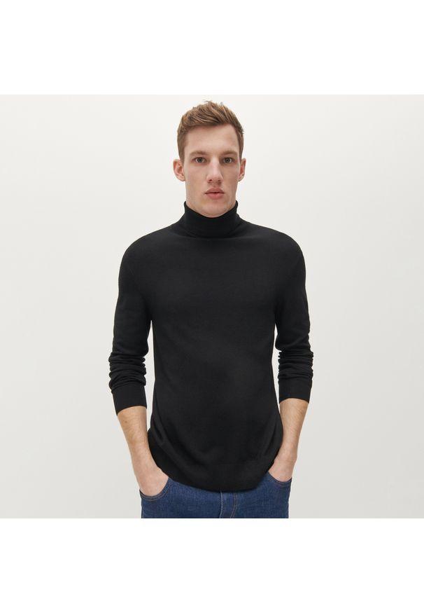 Czarny sweter Reserved z golfem, klasyczny