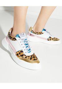 PREMIUM BASICS - Sneakersy w cętki. Kolor: biały. Materiał: poliester. Wzór: nadruk, aplikacja