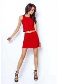 IVON - Czerwona Asymetryczna Mini Spódnica na Gumie. Kolor: czerwony. Materiał: guma