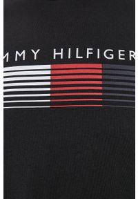 TOMMY HILFIGER - Tommy Hilfiger - T-shirt. Okazja: na co dzień. Kolor: czarny. Wzór: nadruk. Styl: casual
