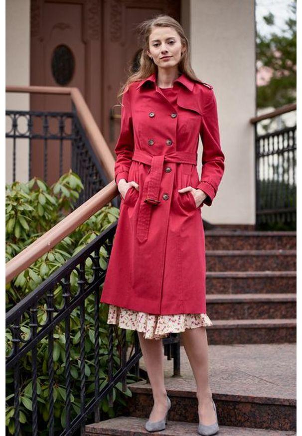 Marie Zélie - Trencz Adria bawełna z elastanem czerwony. Kolor: czerwony. Materiał: bawełna, elastan. Sezon: lato. Styl: klasyczny