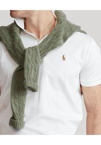 Ralph Lauren - RALPH LAUREN - Biała koszulka polo Custom Slim Fit. Okazja: na co dzień, na spotkanie biznesowe. Typ kołnierza: polo. Kolor: biały. Materiał: prążkowany, bawełna. Wzór: haft, kolorowy. Styl: casual, biznesowy, klasyczny