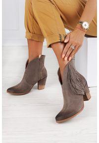 Exquisite - Beżowe botki kowbojki z frędzlami polska skóra exquisite 1196. Kolor: beżowy. Materiał: skóra