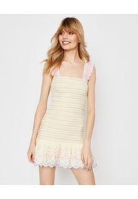 LOVE SHACK FANCY - Krótka sukienka Jax. Typ kołnierza: dekolt kwadratowy. Kolor: żółty. Materiał: bawełna, koronka. Długość rękawa: na ramiączkach. Wzór: haft. Typ sukienki: rozkloszowane, dopasowane. Styl: wakacyjny, elegancki. Długość: mini