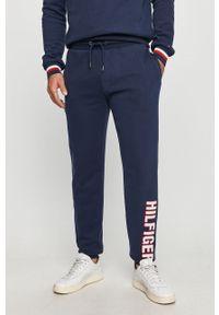 Niebieskie spodnie dresowe TOMMY HILFIGER z aplikacjami
