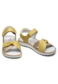 Primigi - Sandały PRIMIGI - 739201 M Gial. Kolor: żółty. Materiał: skóra. Wzór: aplikacja. Sezon: lato. Styl: wakacyjny, młodzieżowy