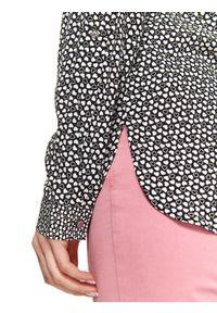 TOP SECRET - Koszula damska z nadrukiem w serca. Okazja: na co dzień, do pracy. Kolor: czarny. Materiał: materiał. Długość rękawa: długi rękaw. Długość: długie. Wzór: nadruk. Sezon: jesień. Styl: casual, elegancki
