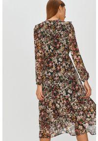 Czarna sukienka Answear Lab midi, prosta, z długim rękawem, w kwiaty