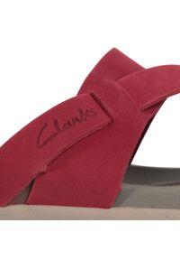 Czerwone klapki Clarks