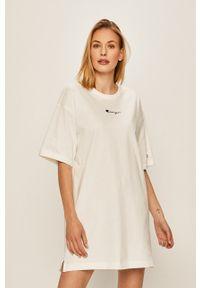 Biała sukienka Champion z okrągłym kołnierzem, z krótkim rękawem