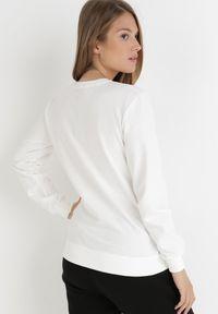 Born2be - Biała Bluza Hermanthe. Okazja: na co dzień. Kolor: biały. Materiał: welur, dresówka, dzianina, jeans. Długość rękawa: długi rękaw. Długość: długie. Wzór: nadruk. Styl: casual