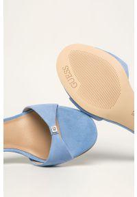 Niebieskie sandały Guess Jeans na klamry, z okrągłym noskiem