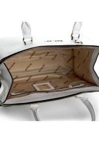Biała torebka klasyczna Kazar w kolorowe wzory, casualowa, na ramię, zdobiona
