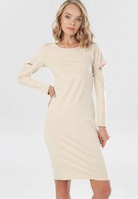Born2be - Jasnobeżowa Sukienka Syringa. Kolor: beżowy. Materiał: dzianina. Długość rękawa: długi rękaw. Wzór: jednolity. Długość: midi