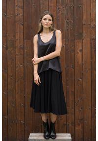 VEVA - Czarny top z jedwabiem Silk Spirit. Kolor: czarny. Materiał: jedwab. Długość rękawa: na ramiączkach. Sezon: jesień