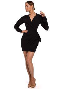 MOE - Czarna Krótka Sukienka z Drapowaną Falbanką na Boku. Kolor: czarny. Materiał: poliester, elastan. Długość: mini